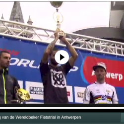 Throwback to the World Cup @ Antwerp 2011, when the competition took place @ het Steenplein! #Enjoy!  http://sporza.be/cm/sporza/wielrennen/1.1077553